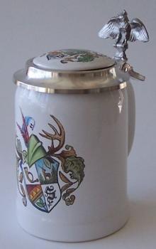 Bierkrug aus Ton mit Wappen und Adlerdeckel handgemalt